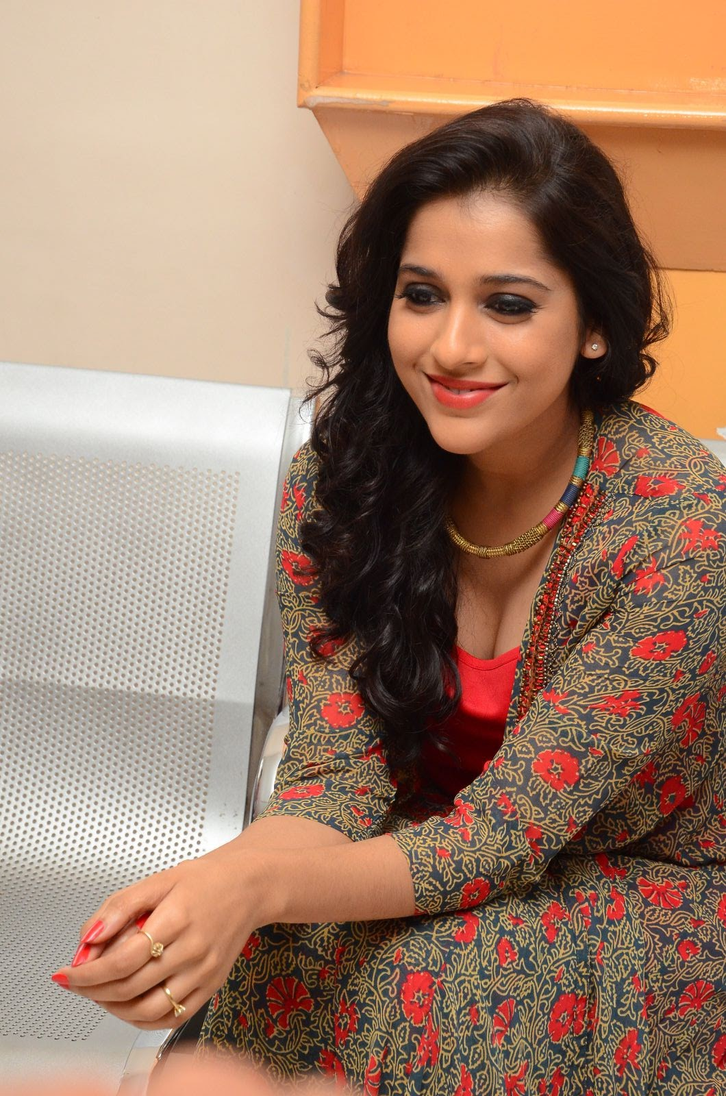 rashmi gautam new sizzling in red-HQ-Photo-9
