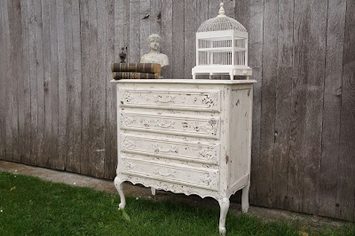commode-brocante-chic-blanche-patinée-style-nordique