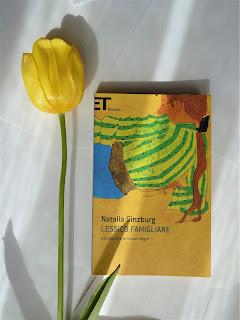 Lessico Famigliare - Natalia Ginzburg {Recensione no-spoiler} felice con un libro