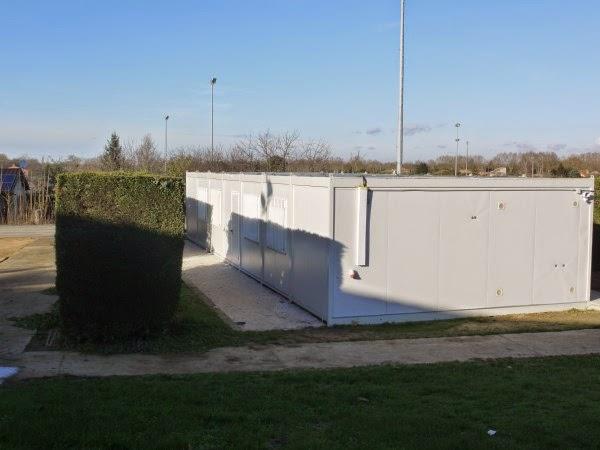 Algéco gymnase : le club house des quilles de 8, du Bad et