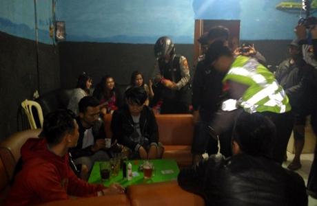 Gelar Pesta Miras, 21 Pemuda Diringkus Polisi