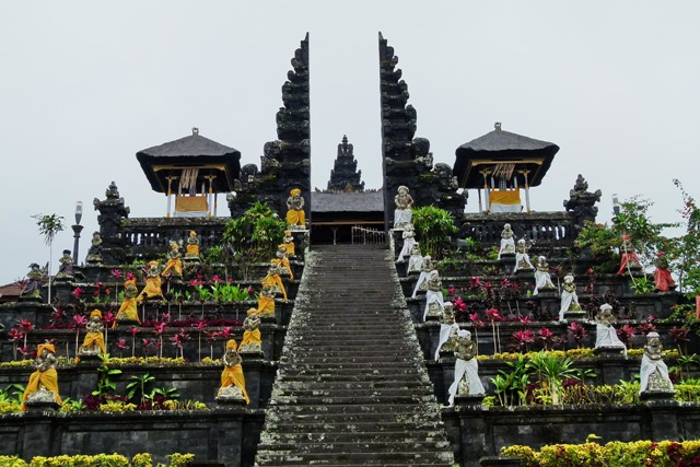 Destinasi%2BWisata%2Bdi%2BBali%2BPura%2BBesakih 5 Destinasi Wisata di Bali Bagian Timur yang  Wajib Anda Kunjungi