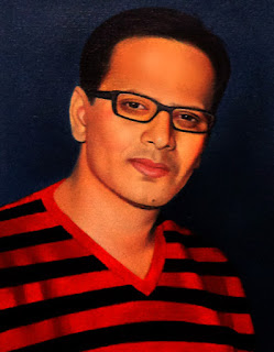 indian-guy-painting-portrait-in-specs