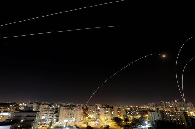 Israel & Hamas tuyên bố ngừng bắn