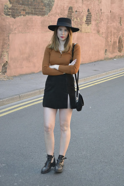 womens affordable highstreet fashion blog featuring British street style. Primark 70's style brown ribbed fitted top. Vintage Black suede skirt with slit up one side. Black topshop boots with cut. Asos matador hat in black felt. TK Maxx zebra print bag.