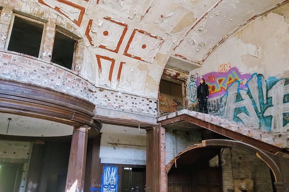 ruina pałacu w Bełczu Wielkim