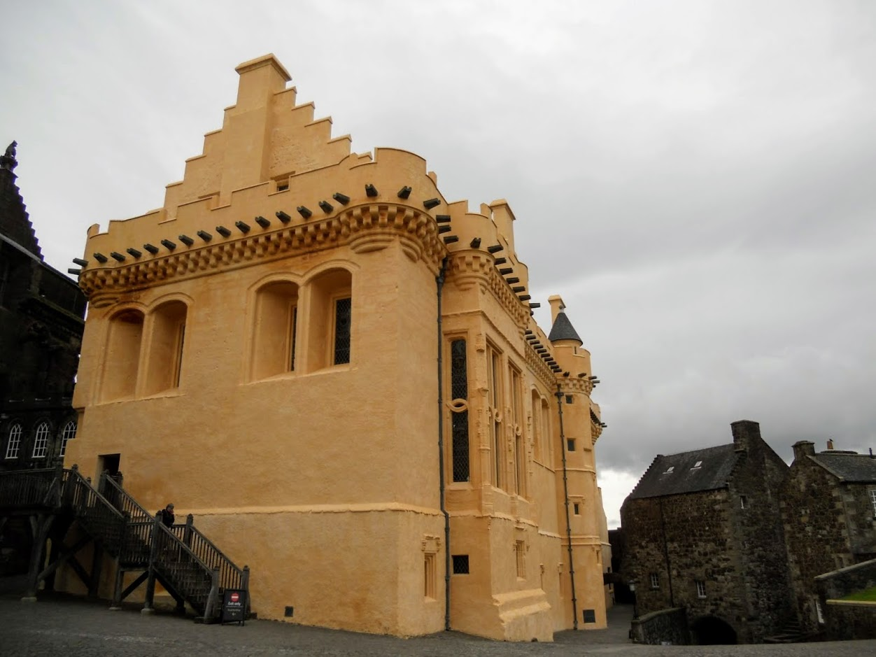 Glasgow to Stirling for a day: bright yellow building at Stirling Castle