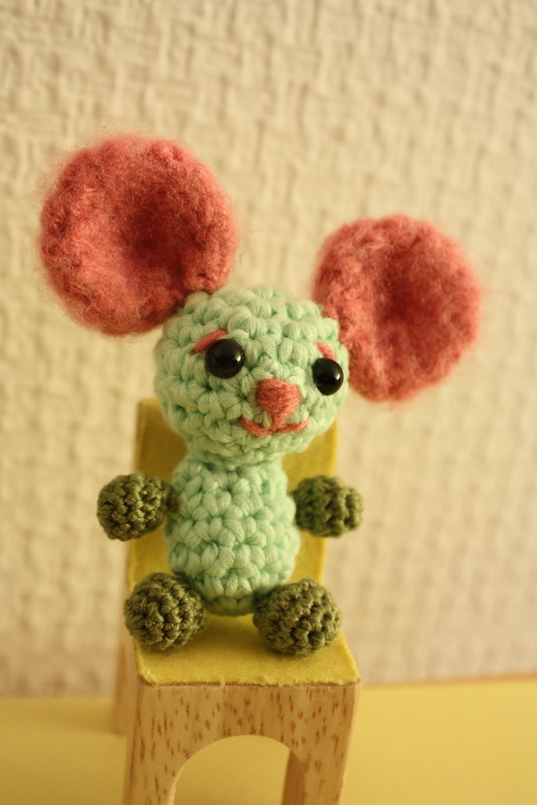 Ravelry: Tiny Pink Forest Mouse pattern by Irene Holmgren | 1600x1067