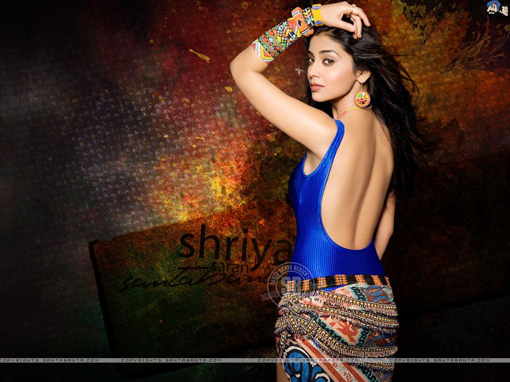 True Hot Babes: Shreya Saran Bareback Pics