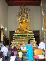 buda Templo de Phra Ubosoth, tailandia,vuelta al mundo, round the world, información viajes, consejos, fotos, guía, diario, excursiones
