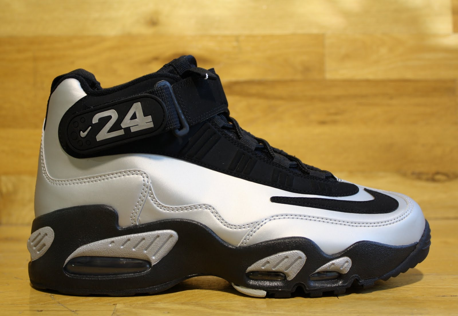 premium selection 9e96a 85d16 New Nike Air Griffey Max 1 Metallic Silver Black Available In Dr Jays Stores