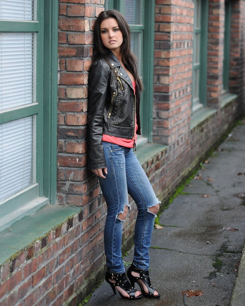 длинными ногами девушки узбечки в джинсах фильм