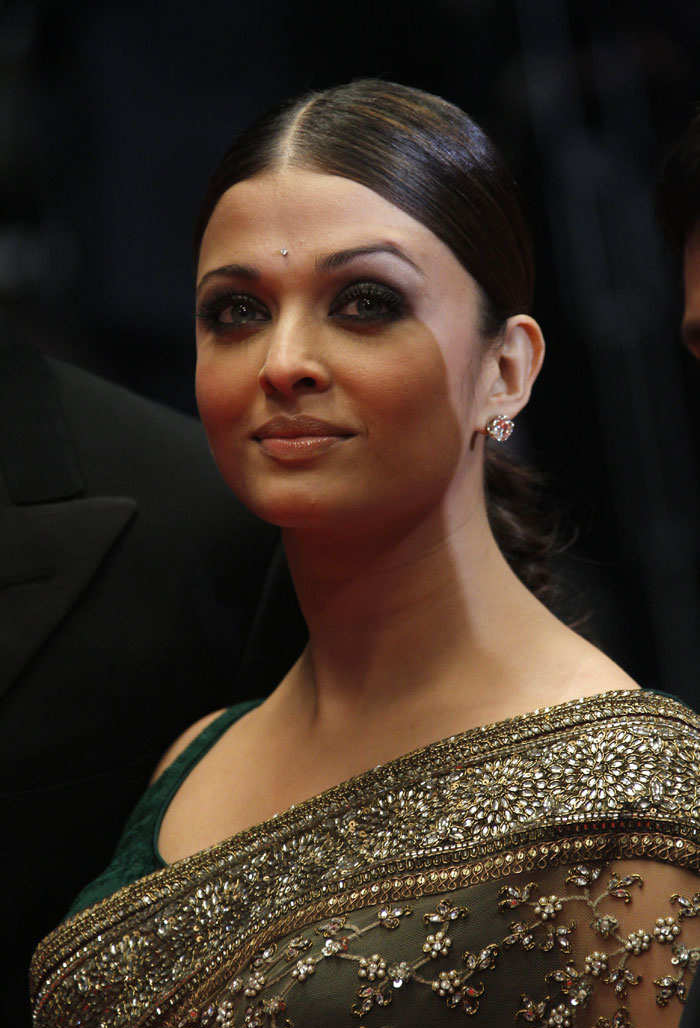 Aishwarya Rai In Sari At Cannes 2010 Pictures-5989