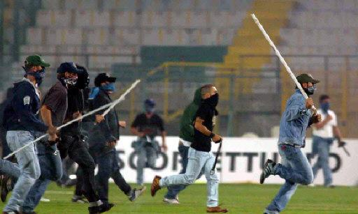 FOOTBALL & STREET: Ultras Napoli