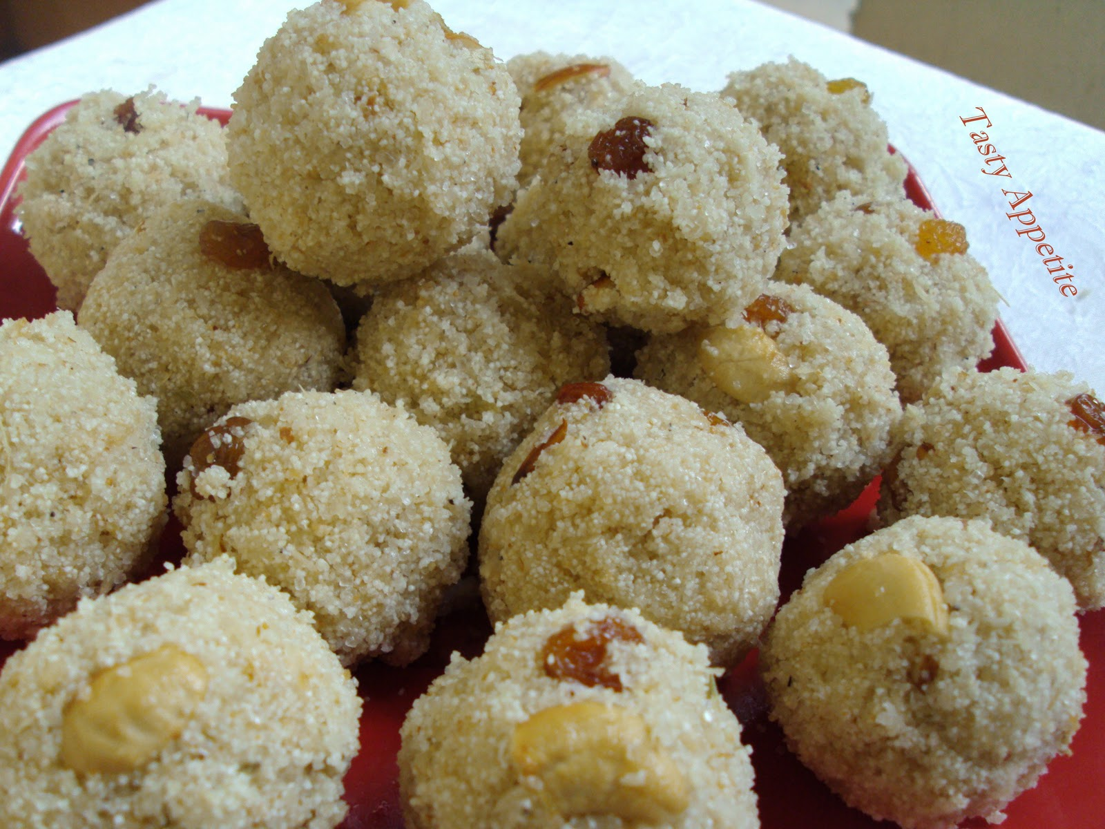 Rava Ladoo / Semolina Ladoo / Diwali Sweet Recipes