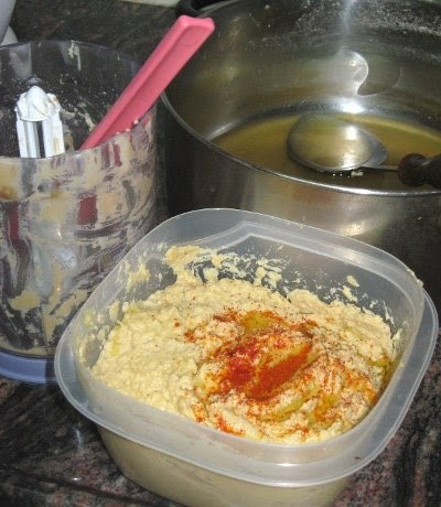 How to Be Israeli: Make your own hummus!