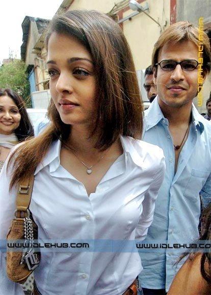 Girl Wearing Bra Psp Wallpaper August 2009 100 Unseen Actress Models Tv Anchors Wwe