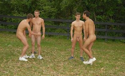 Jovenes Gays Pillados En La Playa