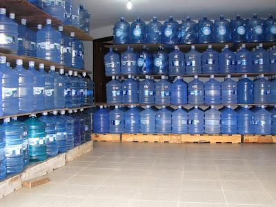 Resultado de imagem para deposito de água mineral