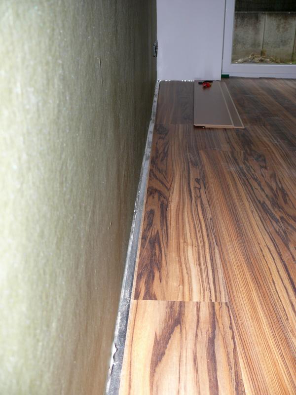 baualarm bei rina und paddy laminatorgie. Black Bedroom Furniture Sets. Home Design Ideas