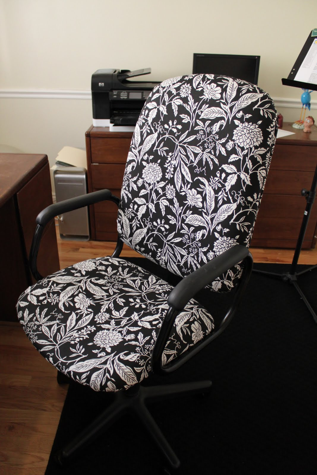 Reupholster Office Chair Do It Yourself Divas Diy Reupholster That Ugly Office Chair