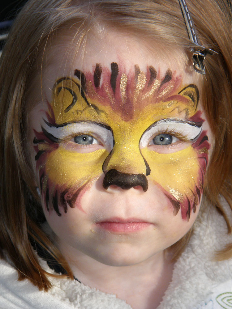 Easy Lion Face Paint