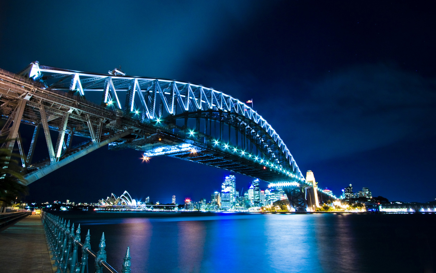 http://2.bp.blogspot.com/_14grgzfQGYA/TPcBbcbQWBI/AAAAAAAACWI/az1V1HPq9XI/s1600/sydney-harbour-bridge-hd-widescreen-wallpapers-10.jpeg