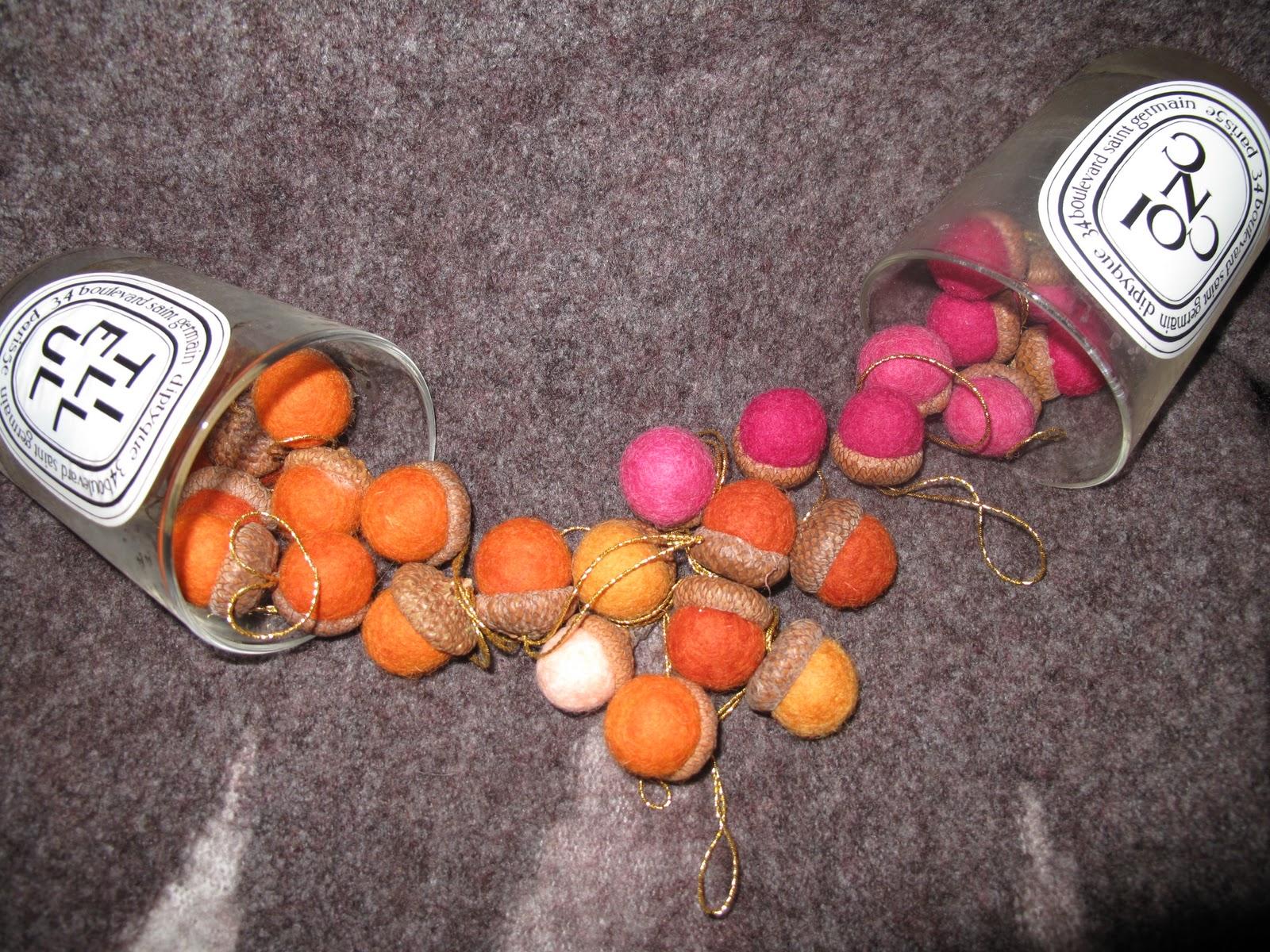 pivoines et macarons chenes et glands en feutre felted acorns. Black Bedroom Furniture Sets. Home Design Ideas
