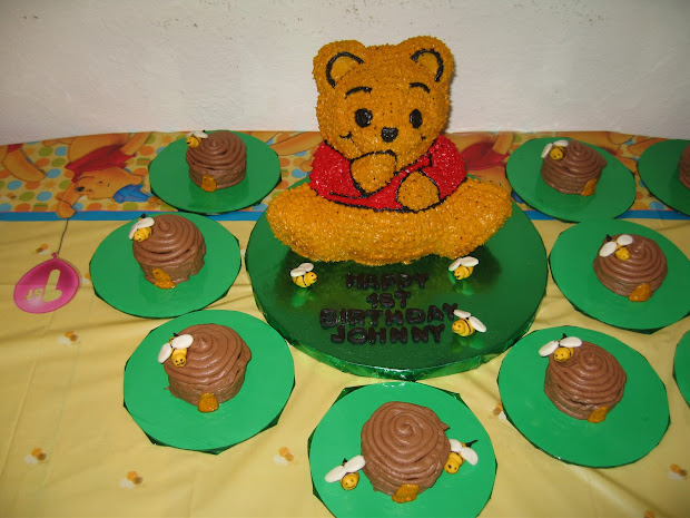 Tracie' Treats Pooh Bear Cake With Bee Hive Cupcakes