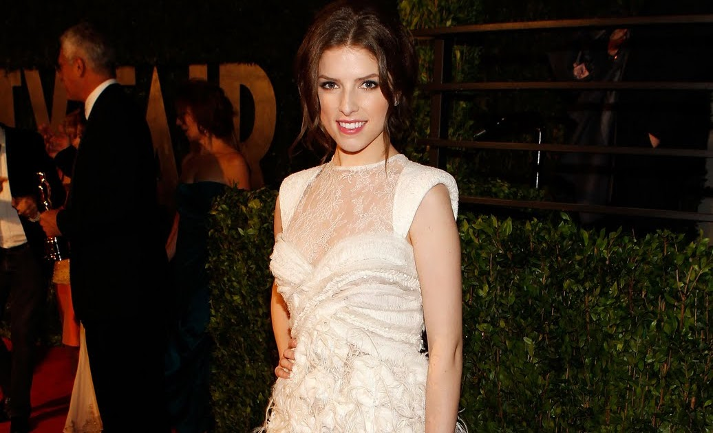 Anna Kendrick Amp Brittany Snow Both Wearing Fabulous Pairs