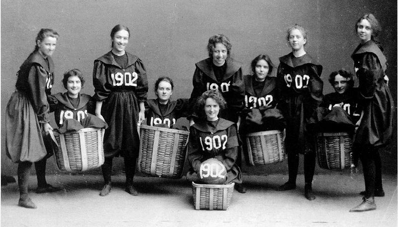 Afbeeldingsresultaat voor 1900 basketball