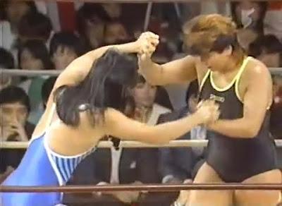 Itsuki Yamazaki - Yukari Omori - japanese women - women wrestling - test of strength