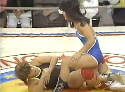 Itsuki Yamazaki - Yukari Omori - japan women - japanese women wrestlers - leglock