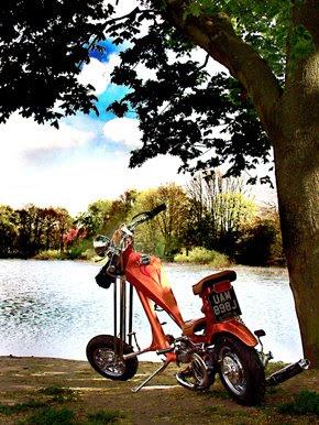 Motos Custom-http://2.bp.blogspot.com/_22st2V4Cvjk/SXBgSLonLhI/AAAAAAAACO4/ueH3-9WH7yc/s400/lambretta-chopper2.jpg