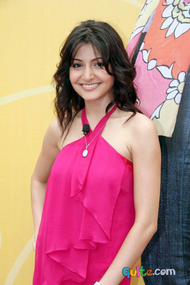 Anushka Sharma Saree: MODELS NEWS: Hot Anushka Sharma