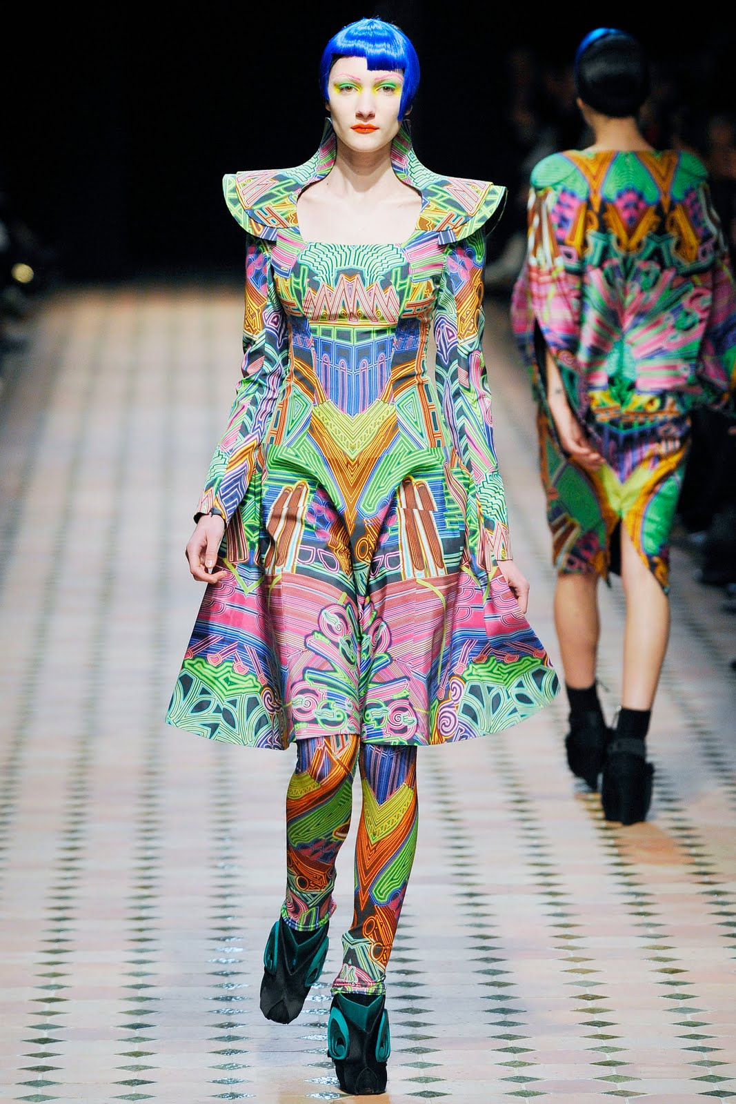 (Cirkumfleks) Magazine: Fashion Designer: Manish Arora