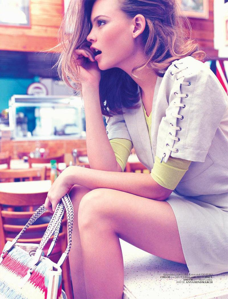 Behati Prinsloo Fronts Free People S June E Catalog: Hôtel De Mode: Behati Prinsloo In Vogue Turkey