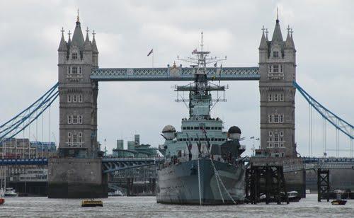 HMS Belfast y puente de la Torre de Londres