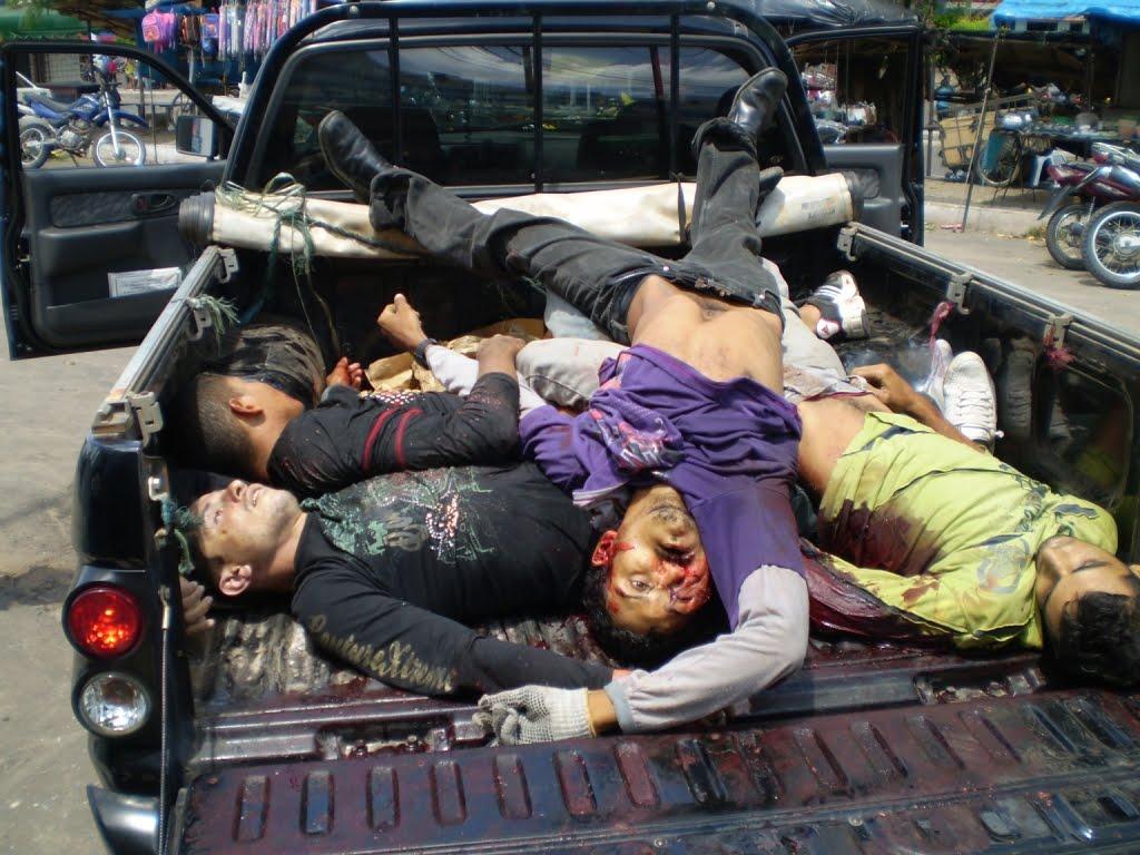 Resultado de imagem para policial matando