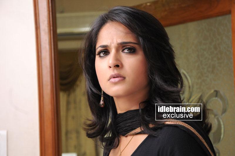 Hot Indian Babe Sexiest Actress Anushka Figure Nice Looking Nice Pics