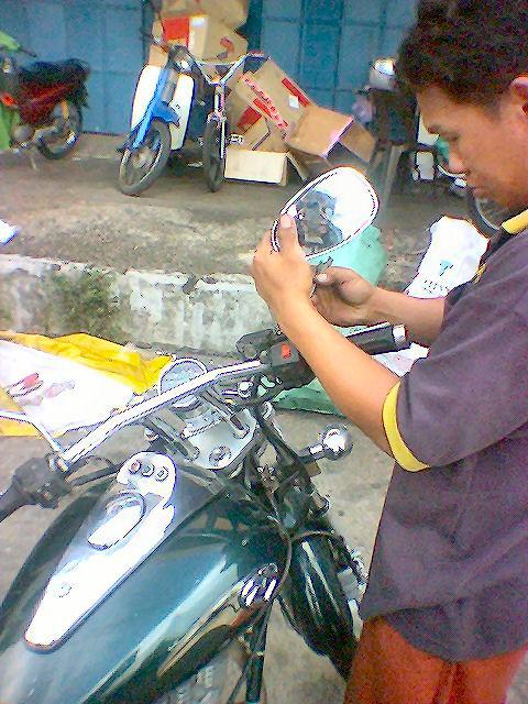 Bahaya Menunggang Motorsikal Tanpa Side Mirror!