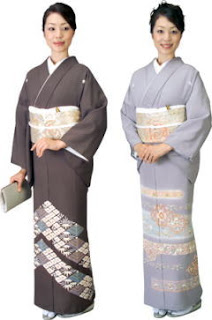43da1258d Irotomesode are considered less formal than Kurotomesode. During a wedding,  extended relatives of the bride or groom will wear this type of kimono.