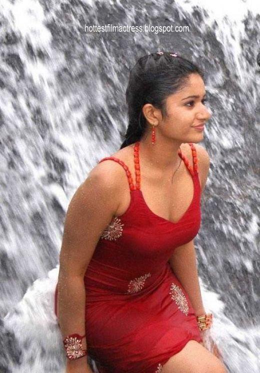 hot indian actress poonam bajwa
