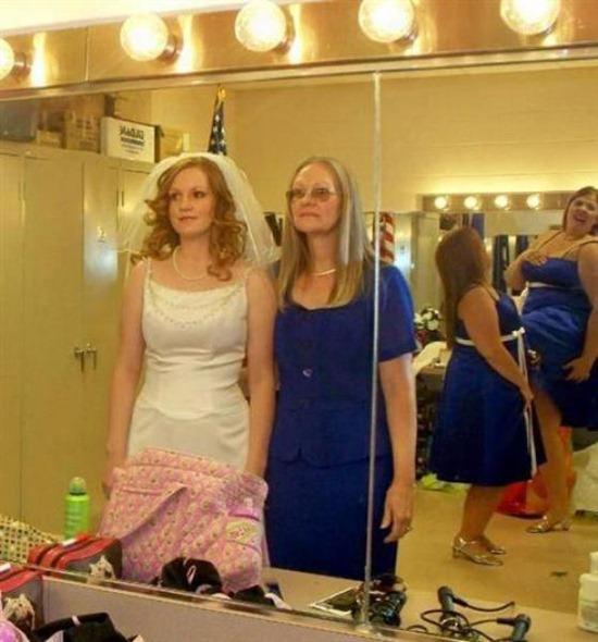 Wonderful World: Another 14 Funniest Wedding Photobombs