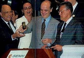 Serra privatiza telebras