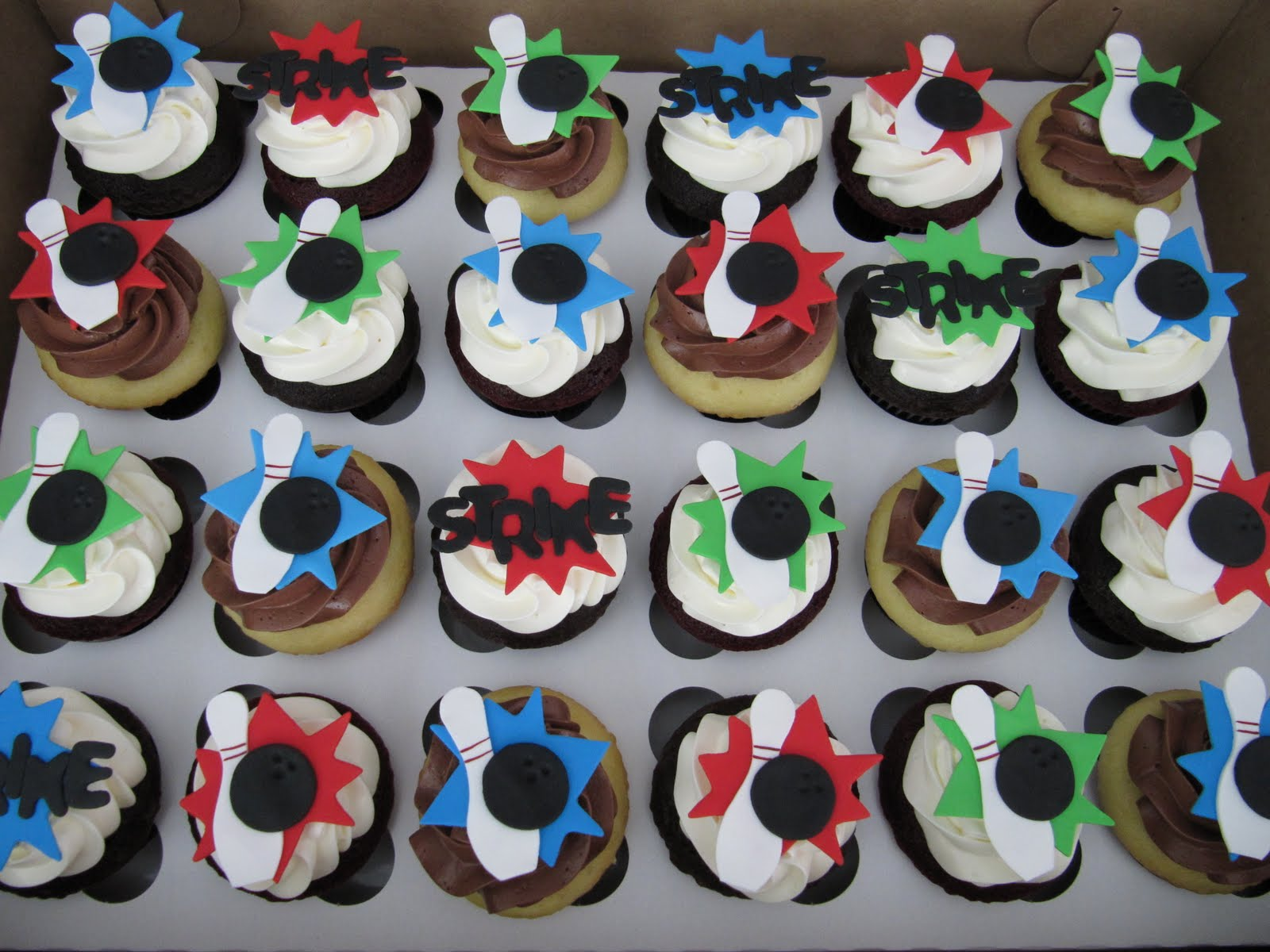 Emily S Delights Bowling Cupcakes 06 2010