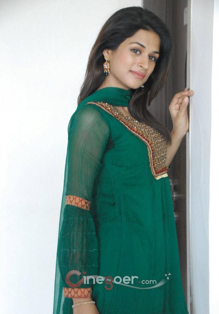 Shraddha Das Gallery, Shraddha Das Stills, Actress ...