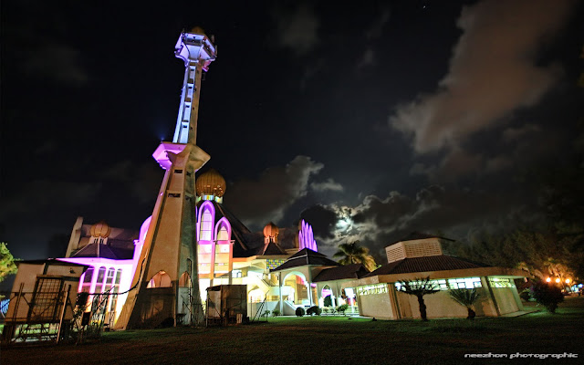 Masjid Unisza and the moon