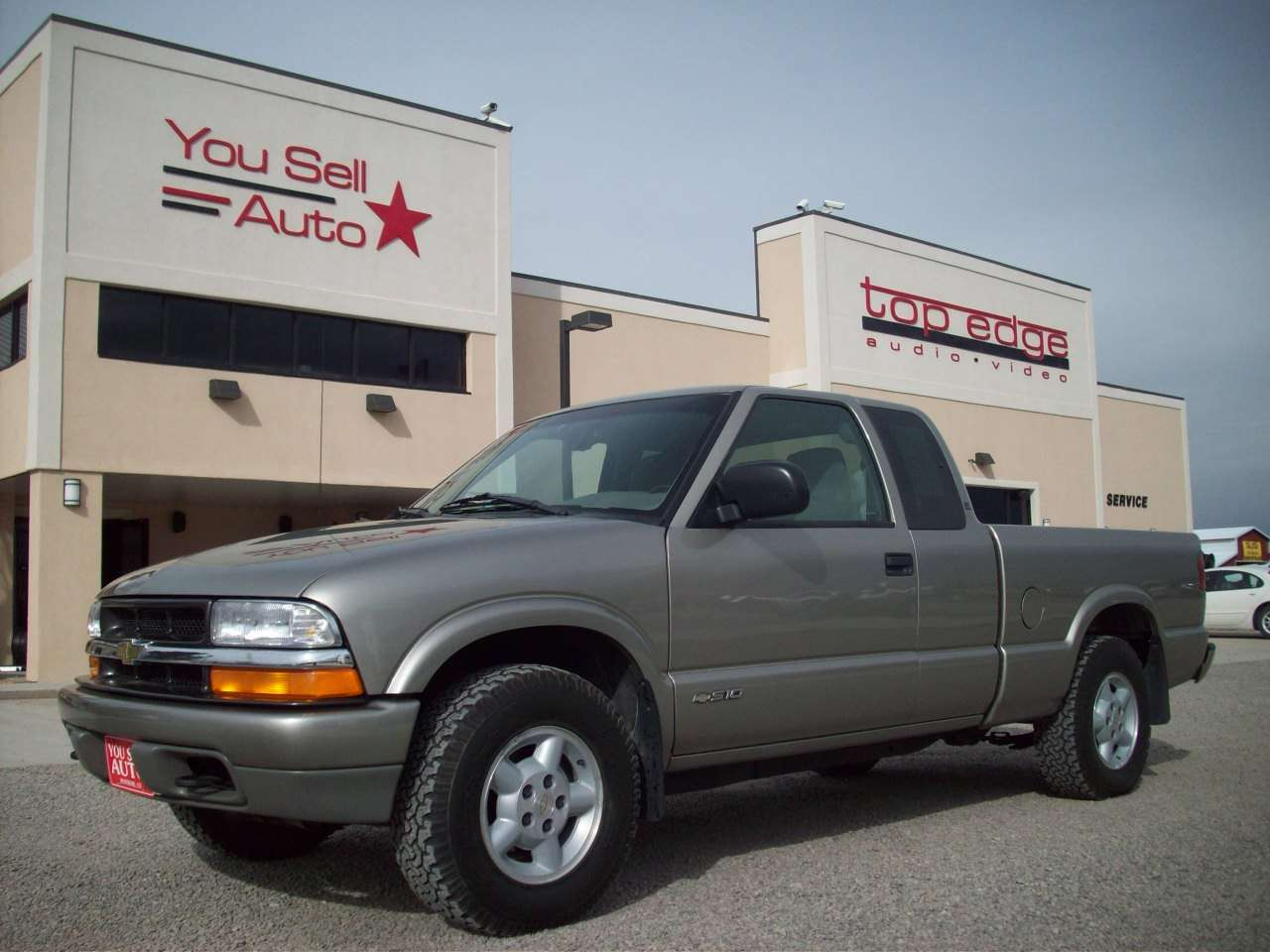 medium resolution of 2000 chevrolet s 10 ls 4x4 extended cab 4x4 pickup 7 675