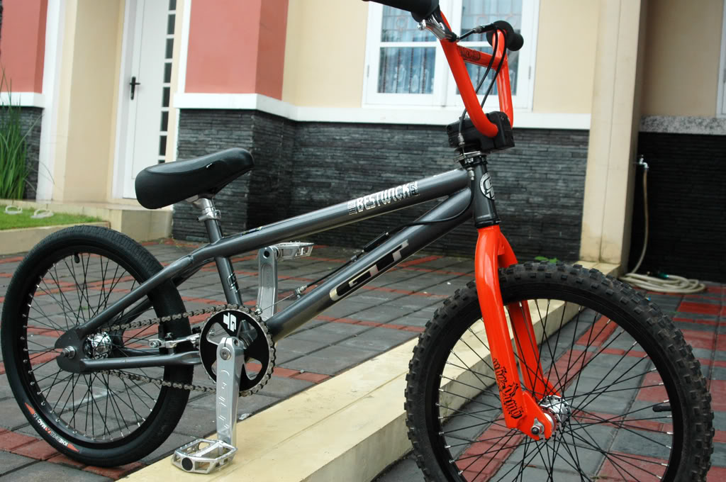 Fikri Angga Reksa: Sepeda : Satu Benda Sejuta Guna